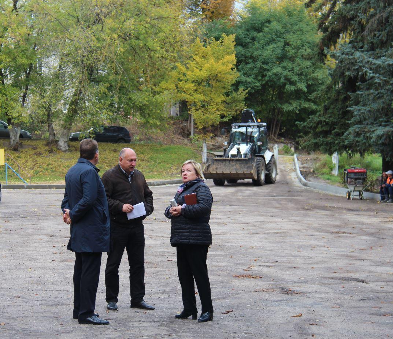 В.В. Ильин проинспектировал ход работ на площади Бенардоса