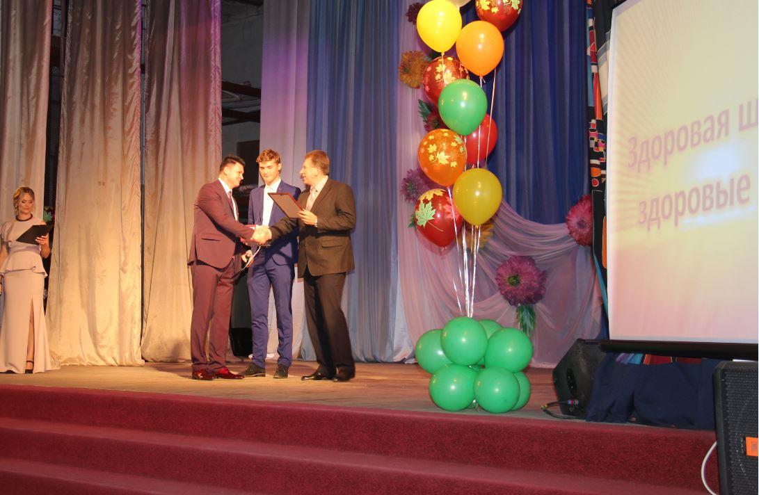 В Рославле поздравили учителей с профессиональным праздником